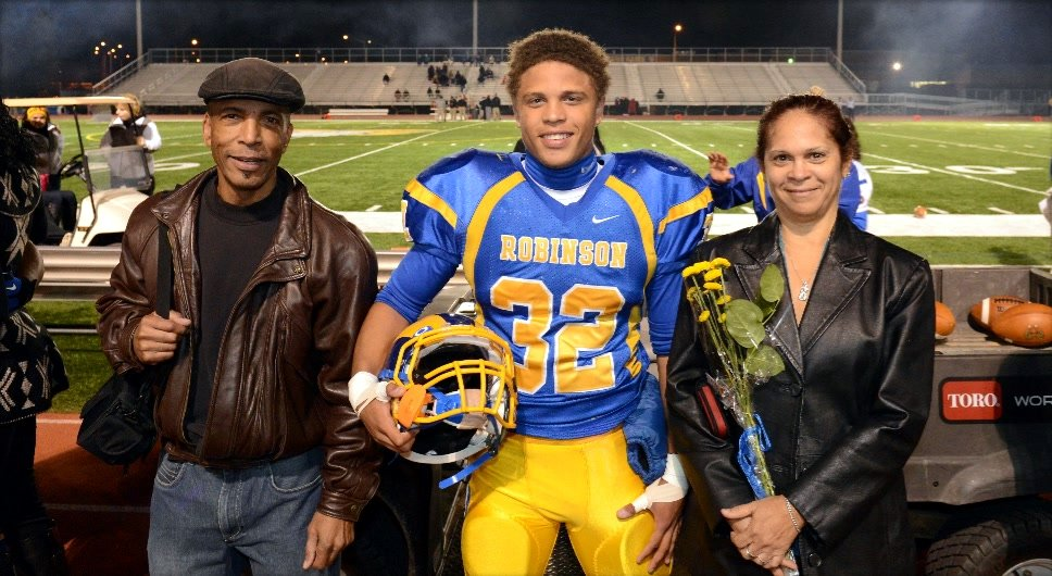 Joe-Wilson-with-mother-and-father-at-Senior-Night-2013